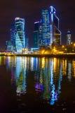 Башни города Москвы на ноче Стоковые Фото