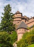 Башни замка Haut-Koenigsbourg в Эльзасе Стоковое Изображение RF