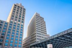 Башни и вход вокзала в Potsdamer Platz, Берлин, Ge Стоковые Фото