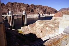 Башни и турбины на запруде Hoover Стоковая Фотография