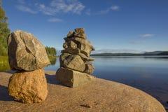 Башни камней на озере Стоковая Фотография RF