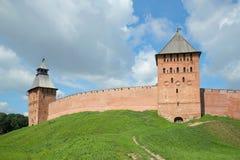 2 башни Кремля Veliky Новгорода Россия Стоковая Фотография