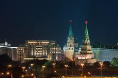 2 башни Москвы Кремля, красной площади Стоковая Фотография