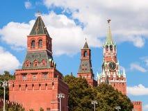 Башни Москвы Кремля на красной площади Стоковое фото RF