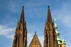 2 башни на западной стороне собора StVitus Стоковое Изображение RF