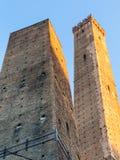 2 башни должное Torri в городе болонья Стоковые Фотографии RF