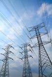Башни передачи электричества решетки Стоковые Изображения