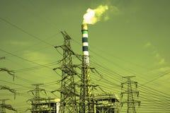 Башни передачи энергии предпосылки неба Стоковое фото RF