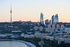 Башни пламени, вид на город Баку Стоковые Изображения