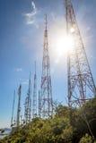 Башни радиосвязи с антеннами ТВ Стоковая Фотография