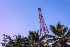Башни радиосвязи с антеннами Стоковые Изображения RF