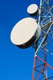 Башни радиосвязи с голубым небом Стоковое фото RF