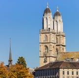 Башни собора Grossmunster в городе Цюриха, Swit Стоковые Изображения RF