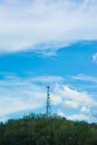 Башни сотового телефона на горе Стоковое Изображение