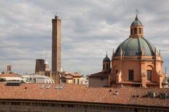 2 башни университета болонья, Италии Стоковое Фото