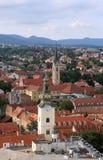 Башни церков St Mary и Св.а Франциск Св. Франциск Assisi в Загребе Стоковые Изображения
