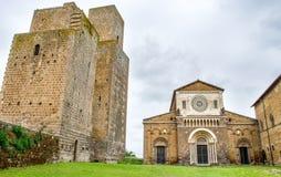 Башни церков Tuscania - Витербо - путешествуют Италия Стоковые Изображения