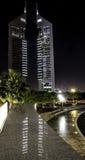Башни эмиратов на ноче. Стоковые Фотографии RF