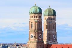 2 башни Frauenkirche в Мюнхене Стоковые Фотографии RF