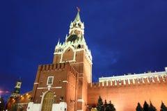 Башни Spassky и Nabatnaya Москвы Кремля на красной площади внутри Стоковое Фото