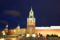 Башни Spassky, Tsarskaya и Nabatnaya Москвы Кремля на Re Стоковое Фото