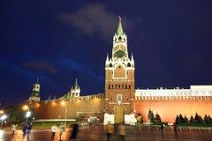 Башни Spassky, Tsarskaya и Nabatnaya Москвы Кремля на Re Стоковая Фотография