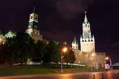 Башни Spasskya, Tsarskaya и Nabatnaya Москвы Кремля на Re Стоковая Фотография RF