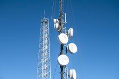 Башня антенны сотового телефона стоковое фото rf