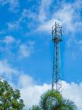 Башня антенны с предпосылкой голубого неба Стоковые Фото