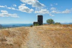 Башня базальта руин замка в Mirabel Стоковое Изображение