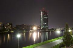 Башня банка ecb Франкфурта-на-Майне Германии на ноче Стоковая Фотография