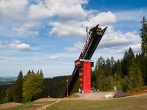 Башня бдительности Zadov - бывший лыжный трамплин в горах Sumava, чехия Стоковая Фотография RF