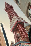 Башня Блэкпула принятая от улицы ниже с мороженым Стоковые Изображения