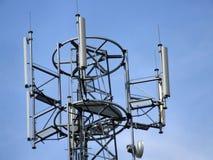 башня верхней части клетки антенн Стоковое Изображение