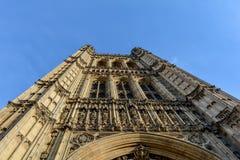 Башня Виктории дворца Вестминстера стоковые изображения rf