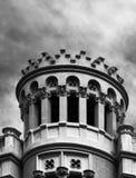 Башня вполне драконов на фасаде Стоковое Изображение