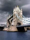 башня дня моста пасмурная Стоковое Фото