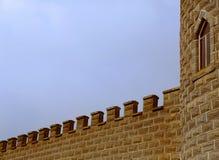 Башня и зубчатые стены замка Стоковые Фото