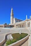 Башня и колоннада вокруг квадрата стоковые изображения