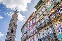 Башня и красочные дома в Порту Стоковое Изображение
