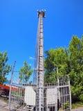 Башня и оборудование для клетчатого сообщения Стоковая Фотография