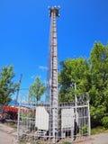 Башня и оборудование для клетчатого сообщения Стоковые Фотографии RF