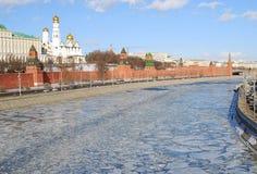 Башня и стена Москвы Кремля. Стоковое Изображение RF