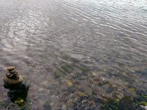 Башня камня в воде Стоковое Изображение RF