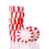 Башня конфеты пипермента на белизне. Красная striped конфета рождества пипермента Стоковая Фотография