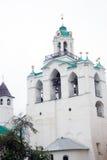 башня колокола старая Святой монастырь Transfiguration в Yaroslavl, России Наследие ЮНЕСКО Стоковое Изображение RF