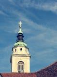 Башня колокола церков на голубом небе Стоковая Фотография RF