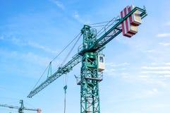 Башня крана на предпосылке неба на строительной площадке Стоковое Изображение