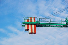 Башня крана на предпосылке неба на строительной площадке Стоковая Фотография