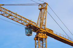 Башня крана на предпосылке неба на строительной площадке Стоковое фото RF